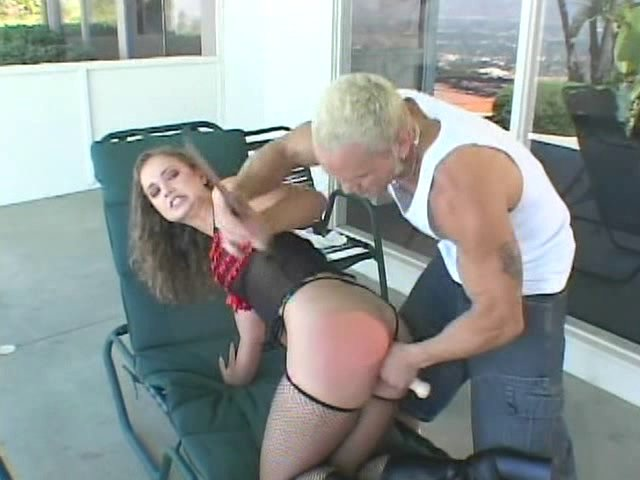 Il sodomise la voisine sexy