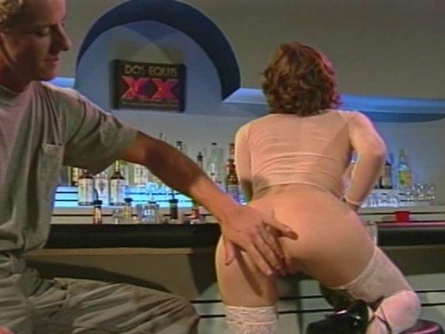 Salope sodomisée dans un bar