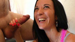 Du bon gros sexe anale pour la femme brune canon