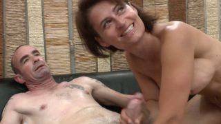 Femme mature qui débutante dans le milieu du porno