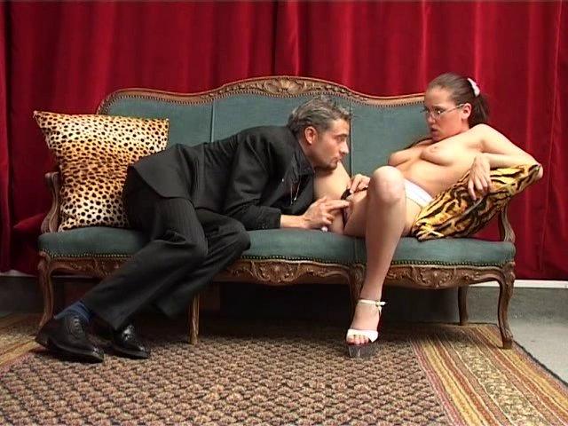 Il sodomise la secrétaire sexy