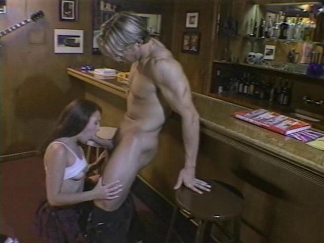 Une bonne baise anale dans un bar