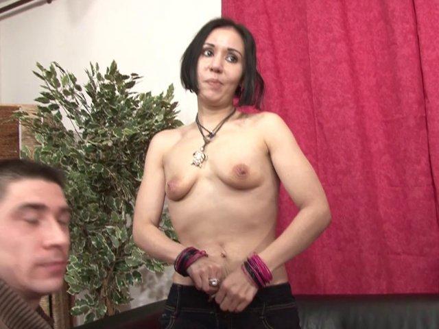 Première sodomie porno face à la caméra