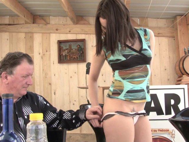 Casting porno et stripteaseuse pour sexe anale