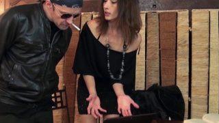 Femme cochonne raffole de la sodomie