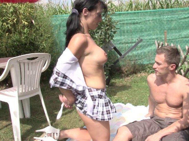 Sexe en plein air et première sodomie