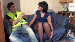 Porno d'un mec qui encule sa patronne lors d'une réunion