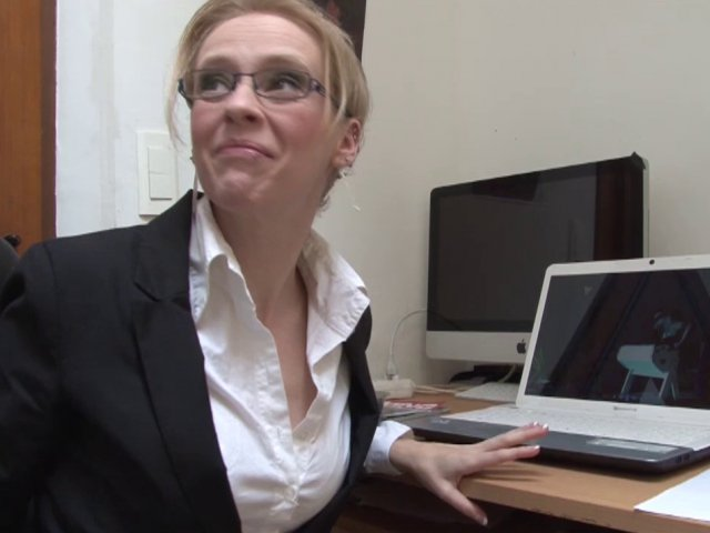 Femme cochonne fait un porno avec son patron